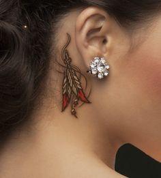 idee tattoo plumes indiennes derriere oreille femme comme un bijou