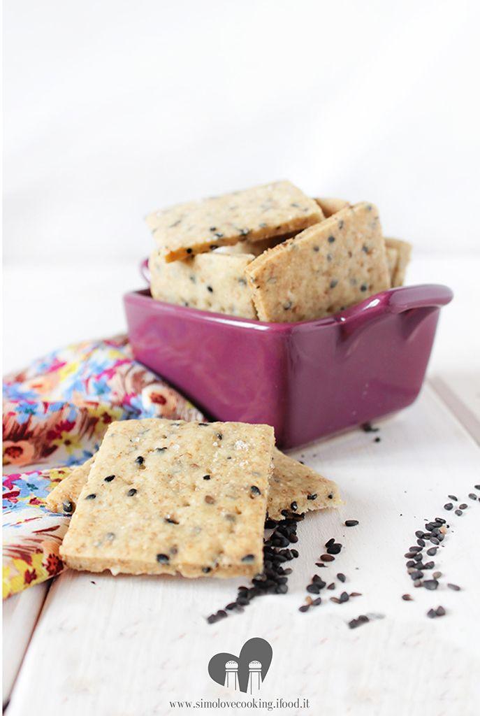 Crackers con semi di sesamo nero (con esubero di pasta madre)