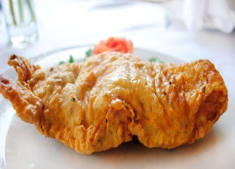 Muy crocante y deliciosa, esta es la Receta Tradicional Chilena de Congrio Frito.