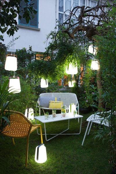 Les 25 meilleures id es de la cat gorie mobilier de jardin for Lampe dehors