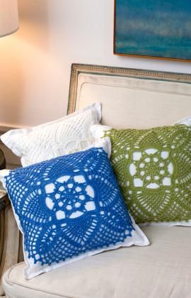 Pretty Crochet Pillows @ http://www.redheart.com/free-patterns/pretty-pillows