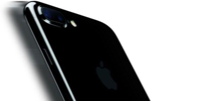 Si estás pensando en comprarte o regalar un iPhone 7, y en concreto, del color negro brillante, podría ser una buena idea empezar a comprarlo ya. La realidad es que aunque este año las ventas de iPhone 7 podrían ser ligeramente inferiores a lo previsto... http://iphonedigital.com/iphone-7-negro-brillante-podria-problemas-stock/ #iphone7 #apple