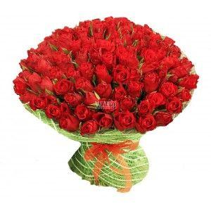 Классический букет из 101 красной розы невероятно красив и выражает всю полноту чувств и капельку страсти. И это поймет и оценит каждая женщина.