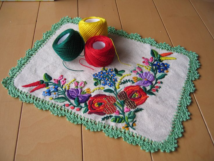 Place  mat with Hungarian embroidery and threads