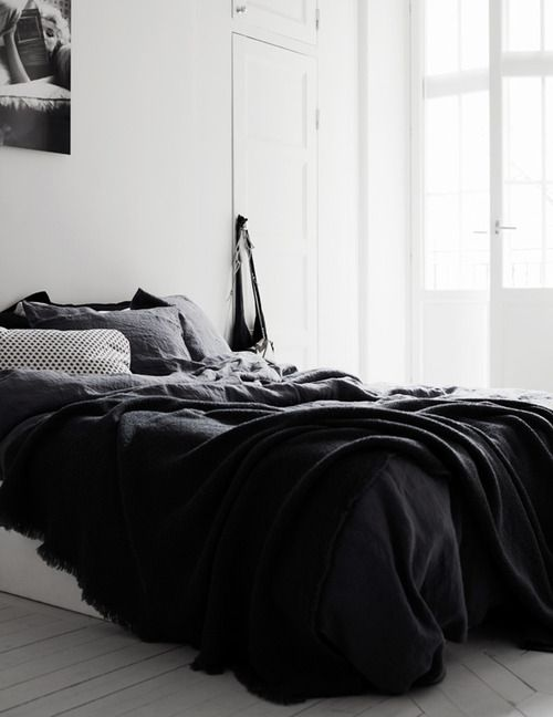 dark grey is the new black (via Therese Sennerholts home)
