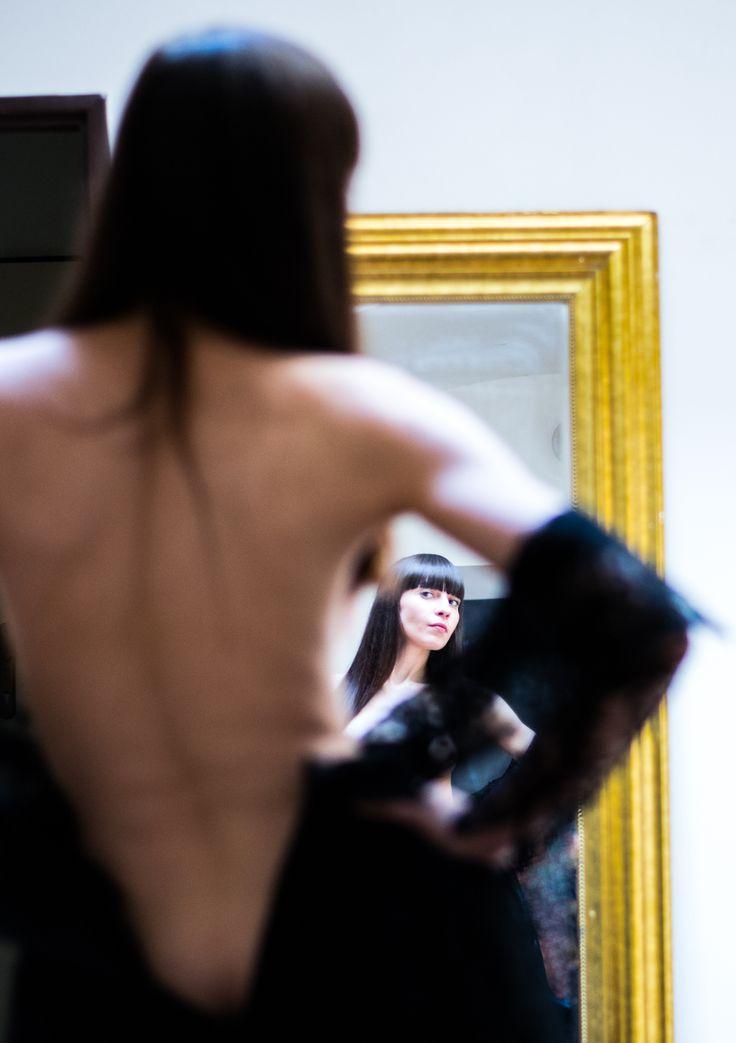 "Fotografie ""Viki u zrcadla"" | Megapixel.cz"