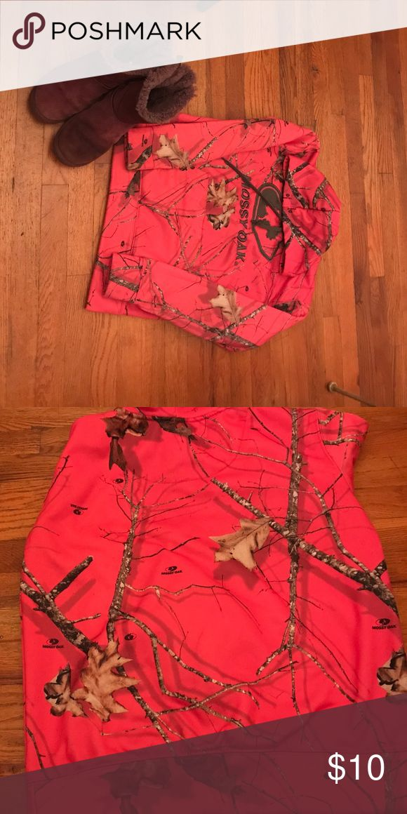 Mossy oak hoodie Lightly worn condition wears nice keeps you warm and for the most part you wind doesn't get through it mossy oak Jackets & Coats