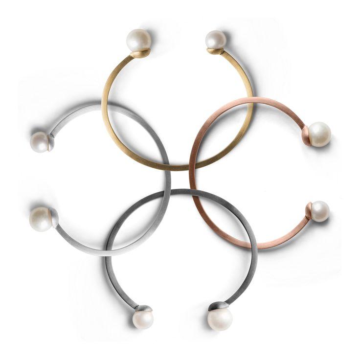 Pearl bracelets >> http://www.janekoenig.com/bracelet.html
