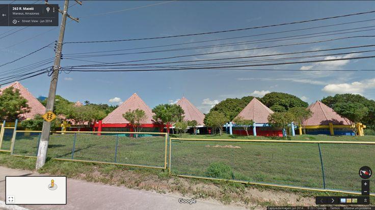 Divisão de Desenvolvimento Profissional do Magistério em Manaus - Ocas da aldeia.