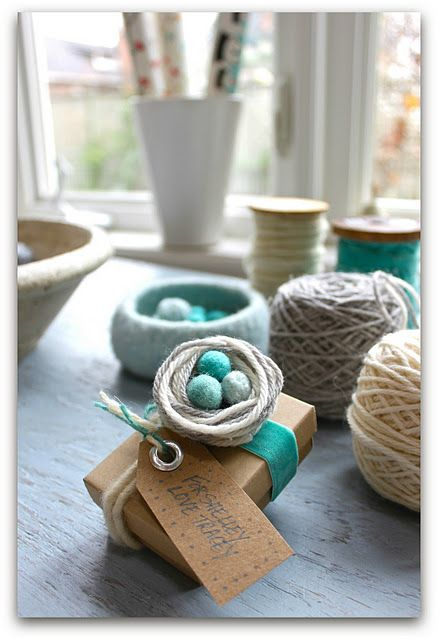 Nest toppers: Gift Wrapping, Nest Gift, Yarns, Bird Nests, Gifts, Yarn Nest, Wraps