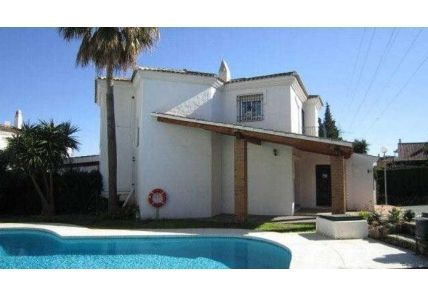 Bank Repossession Town House for sale in Valdeolletas, Marbella