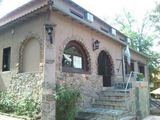 Imagen de VGB Hostel, Villa General Belgrano: cocina-comedor con vista al parque trasero. Consultá 1.196 fotos y videos de VGB Hostel tomados por miembros de TripAdvisor.