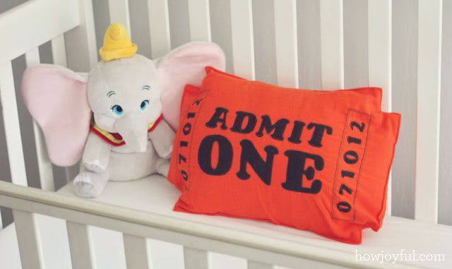 Nursery: Circus ticket pillow – tutorial and pattern | How Joyful
