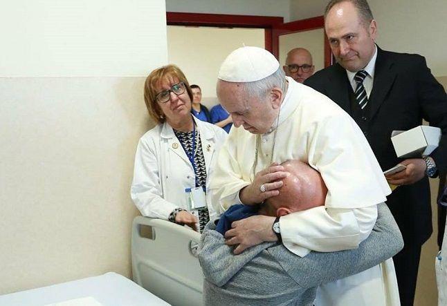 Visita di Papa Francesco alla Casa sollievo della Sofferenza VIDEO