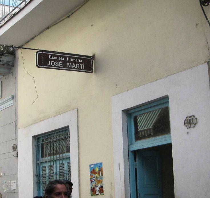 Papá tengo que ir pa allá y mamá quiero estudiar mucho mucho #escuela #josemarti #primaria #habana #habanavieja #callejera #cuba #elementaryschool #havana #cubaneducation #education #viaje #travel #куба #гавана http://tipsrazzi.com/ipost/1518124642627721248/?code=BURdlGwl5gg