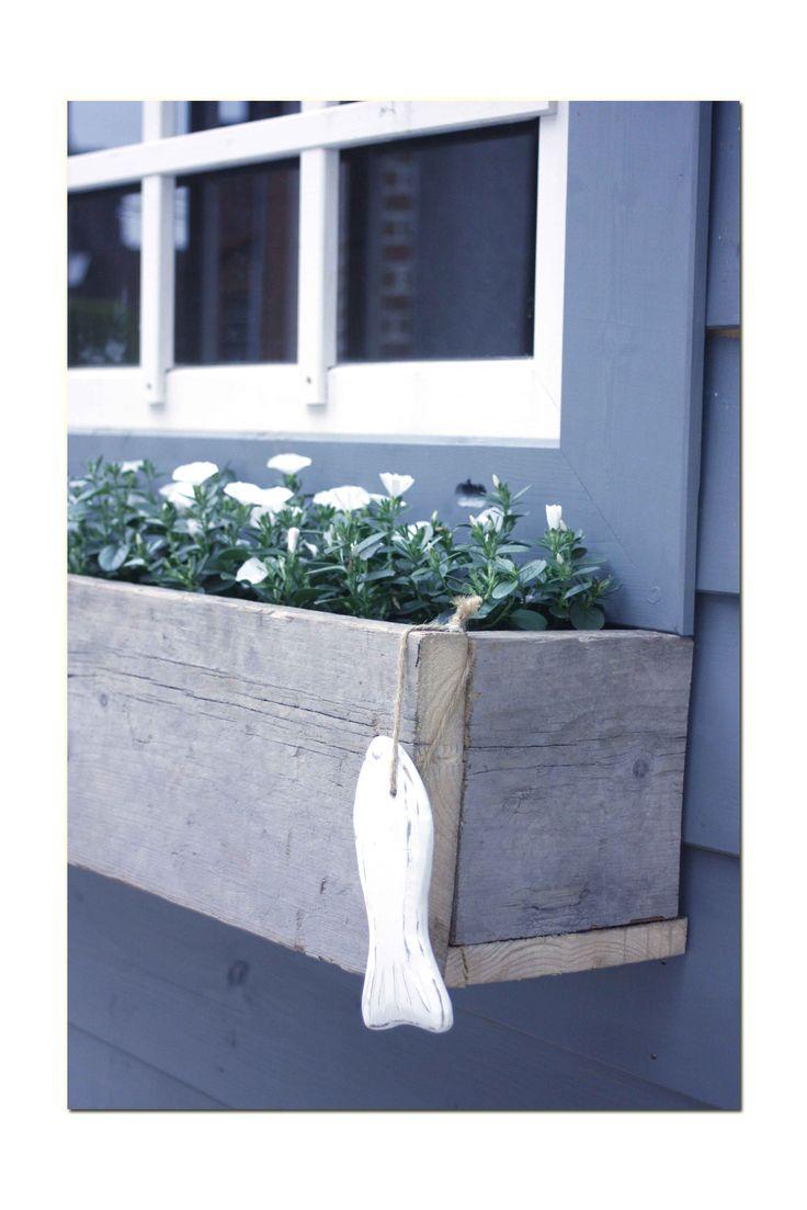 Plantenbak voor aan het schuurtje gemaakt van (echt) steigerhout.