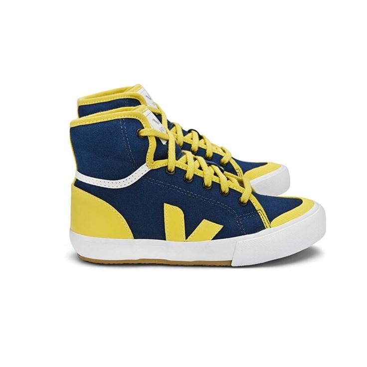 We love Veja enfant sneakers!