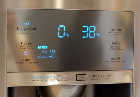 Refrigerator with sparkling water dispenser