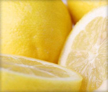 A single serving of the Master Cleanse drink consists of:  2 tablespoons fresh-squeezed lemon juice  2 tablespoons grade-B organic maple syrup  1/10 teaspoon cayenne pepper  10 ounces filtered water