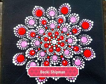 Pintura de mandala de amor color rosa original. Perfecto como un regalo especial para ella después de compromiso o como un estreno de una Casa Decor. El amor es para siempre.