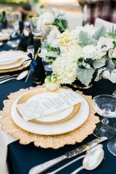 Platos base, referencia Flora, como decoración de mesas para recepciones. #PlatosBase
