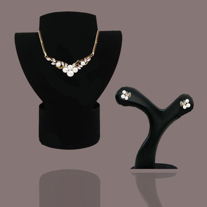 585 geel goud / wit goud - set ketting en oorbellen met Akoya parels en diamanten 010 ct  Zeer mooi als bruiloft sieraden delicaatKetting lengte ca. 43 cm met 6 Akoya parels 3-5mm en10 diamanten in 8/8 gesneden wit/SI 010 ctElke oorbel heeft 3 Akoya parels en 2 diamanten in de besnoeiing van de 8/8Kleur: wit duidelijkheid: SI 004 ct in totaalParel van grootte: 2.5-3mm naturel met glanzende lustreDe ketting met veiligheidssluiting 585/1000 hallmarked.Stud Earrings Stud earrings en vleugel ut…