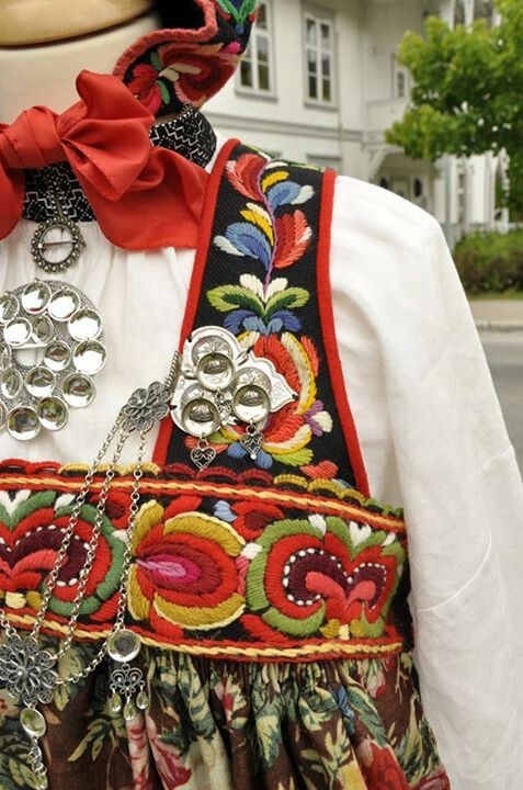 Colorful embroidered Norwegian brunad from Hallingdal with silver ornaments