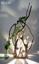 流木の持っている素朴な美しさをランプに活用しています。