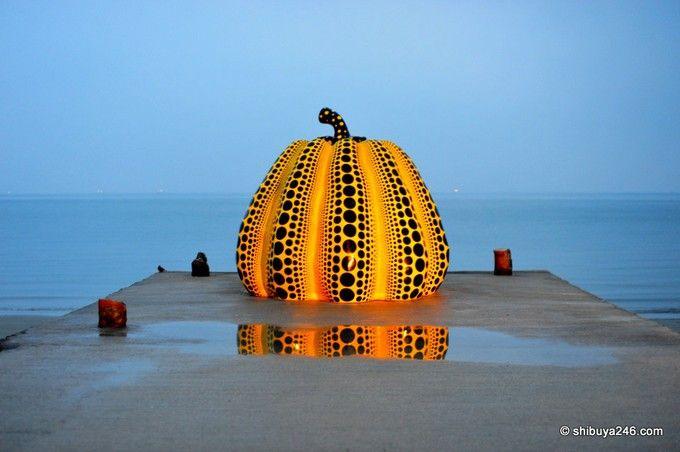 「直島」といえばこれ!の草間彌生作品のかぼちゃ。