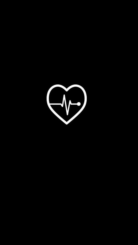 обои сердечко на черном фоне над листом