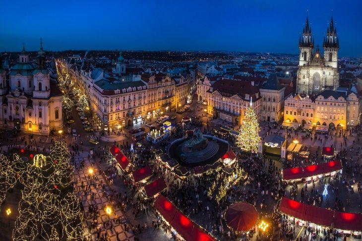 Самые большие рождественские ярмарки Праги разворачиваются в декабре на центральных площадях столицы Чехии — Староместской и Вацлавской.
