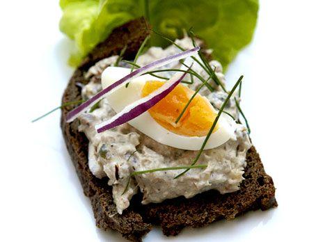 Per Morbergs böcklingröra på kavring | Recept.nu