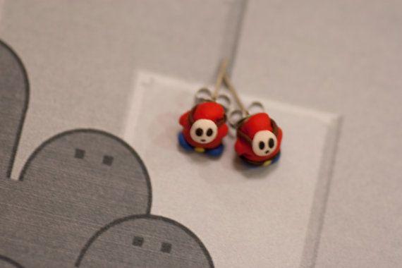 Shy Guy Earrings Mario por lizglizz en Etsy
