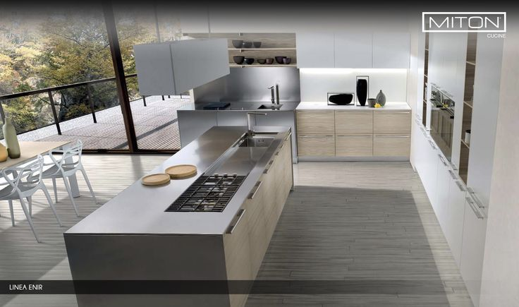 El color del acero se hace más suave por la mezcla en el diseño con la madera clara. #renovation #interiordesign