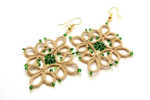 Ecru tatted earrings | geometric dangle earrings with green beads | lace earrings | frivolité jewelry | made in Italy jewelry