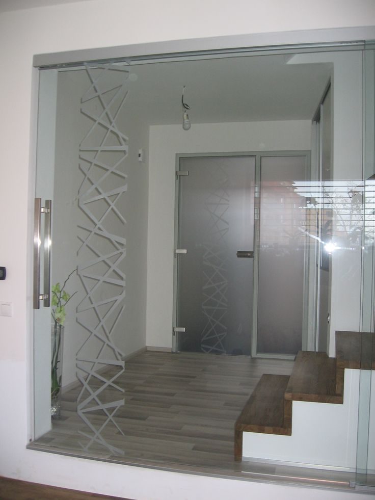 Celoskleněné posuvné dveře, realizace v Brně