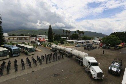 Resguarda la PF las instalaciones de Pemex en Santa María el Tule, Oaxaca. Foto: Hugo Cruz