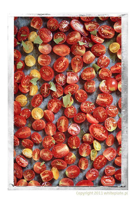 White Plate: Domowa spiżarnia: suszone pomidory koktajlowe