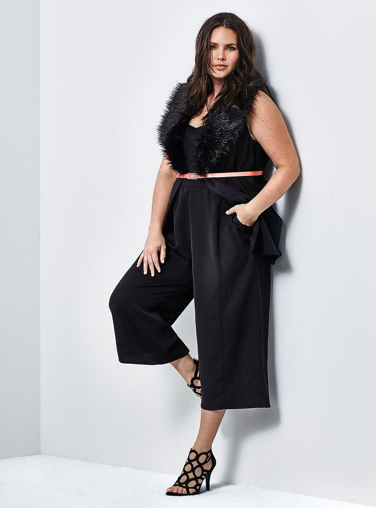 Plus sizes online shopping makes low cost but good quality products available to the consumers. Plus size shoppers can easily browse through the large stocks of clothes from these online stores.