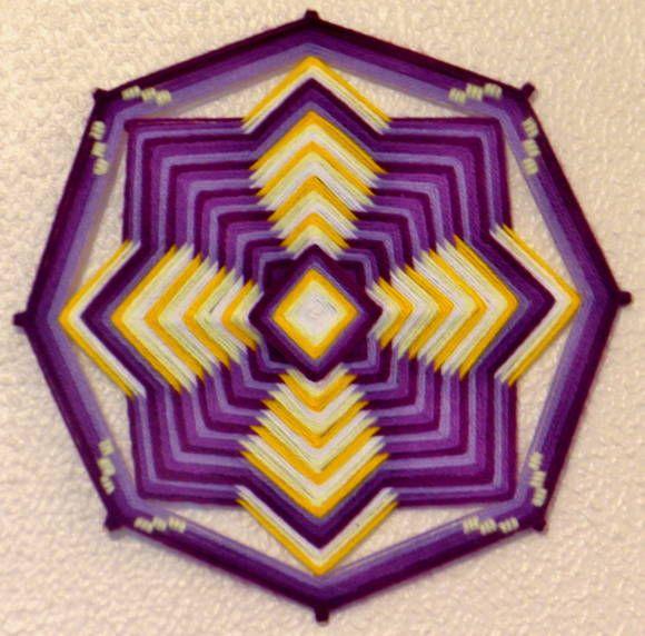 Zéfiro, Representa a brisa suave,  o vento agradável que anuncia a Primavera.  A mandala Zéfiro, de 8 pontas, representa a sutileza dos ventos que levam as neblinas embora, revelando o que estava escondido por elas. É o clareamento da visão, a possibilidade de encontrar aquilo que procurávamos. As cores lilás (que representa nossa energia espiritual) e amarelo (que representa  nossa energia física) harmonizam numa dança cujo movimento anuncia Zéfiro. E este vento chega benfazejo e…