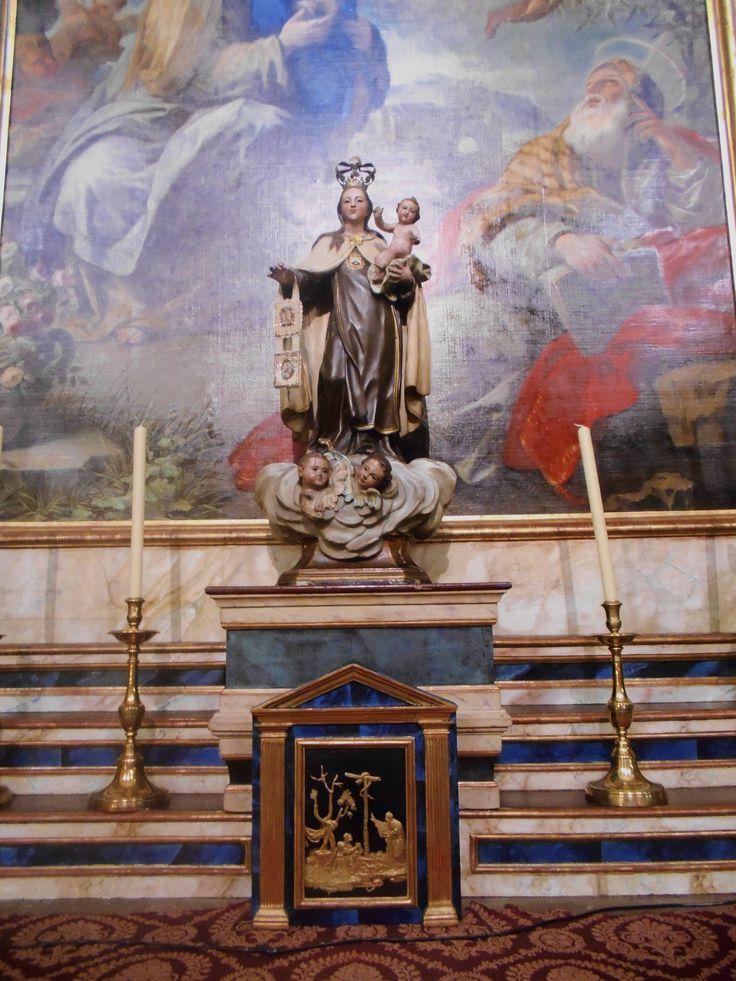 Imagen en altar.