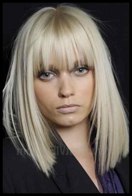 Langhaarfrisuren blond glatt