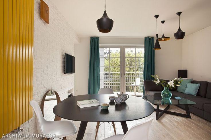<p>Właściciele prezentowanego wnętrza zamiast domu, który wymaga dużego zaangażowania i dojazdów, kupili mieszkanie w kamienicy. Mieszkanie rzadko spotykane w tego typu budownictwie, ponieważ wnętrze ma dwa poziomy.</p>