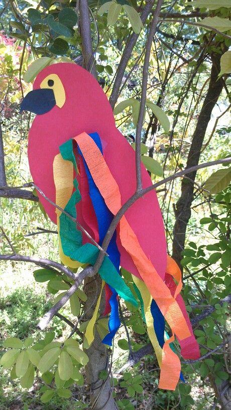 Parrot - puedo hacerlo con goma eva y bolsas de basura de colores