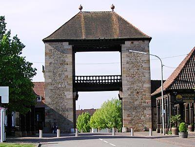 Deutschland - Südpfalz - Das Eingangstor zur Deutschen Weinstraße in Schweigen-Rechtenbach
