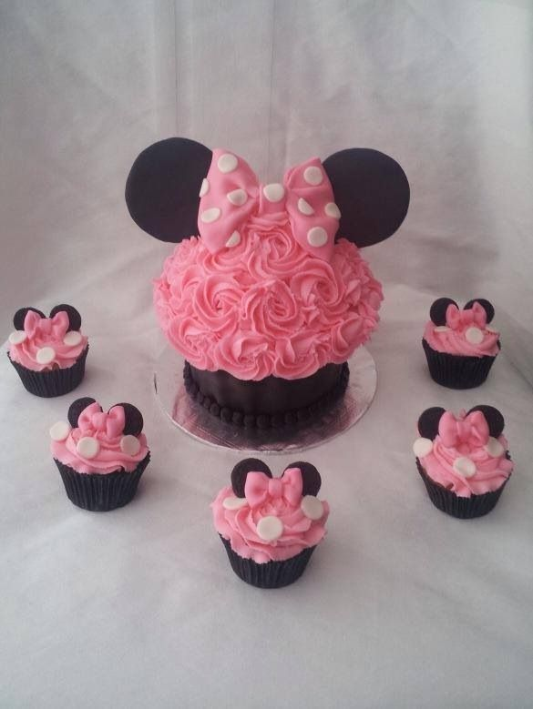 Pink Minnie Mouse Cake & Cupcakes