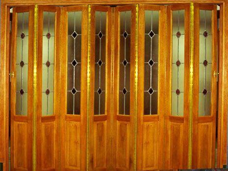 Puerta para division de un pasillo interior, Puertas Plegadizas en Madera Maciza