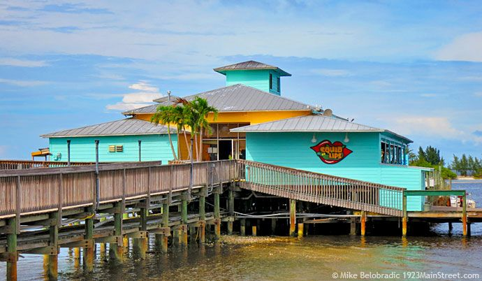 Squid Lips Restaurant, Sebastian, Florida. One of the top three places to dine while visiting Disney's Vero Beach Resort. http://1923mainstreet.com/blog/dining-disneys-vero-beach-resort-florida/