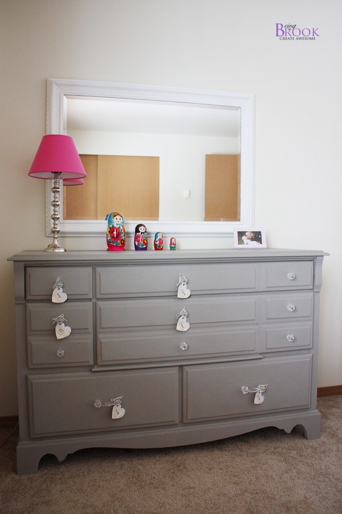 I love this grey dresser painted with annie sloan chalk paint color french linen
