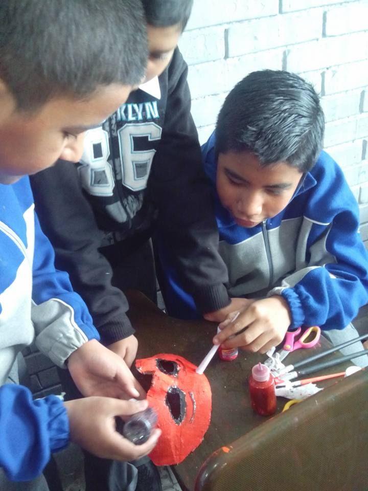 Mis alumnos les gusta hacer actividades manuales en la clase de educación artística.